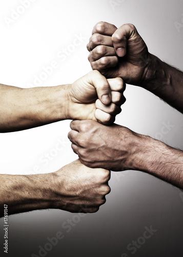 mains superposées union fait la force partenariat