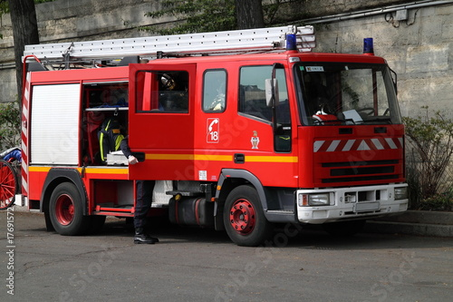 canvas print picture Feuerwehrauto in Paris