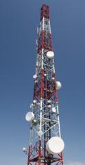 Repetidores de television en lo alto del monte Ezkaba (Navarra).