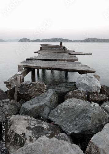Górskie jezioro – nabrzeże