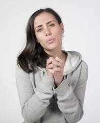 femme survêtement sport prier supplier