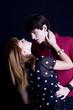 jeune couple  s'embrasse