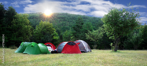 aube en camping - 17968354
