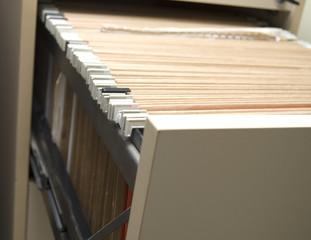 archivador con muchas carpetas