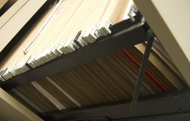 archivador con carpetas