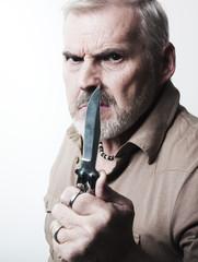 homme 50-55 ans arme blanche poignard menace