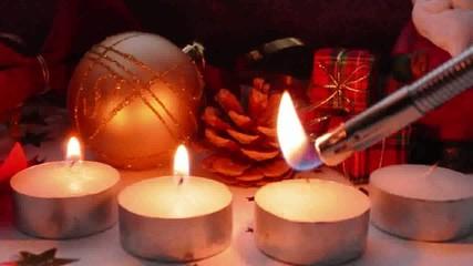 4 Kerzen anzünden