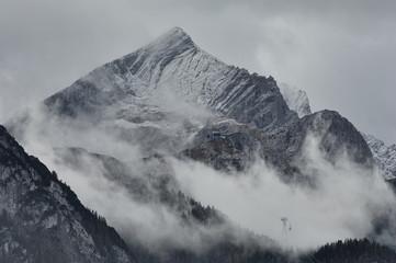 Die Alpspitze vor einem Gewitter