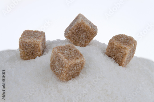 Brauner Zucker. Ungesunde Ernährung mit Kohlehydraten