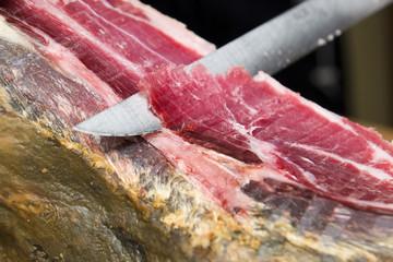 cortando jamón
