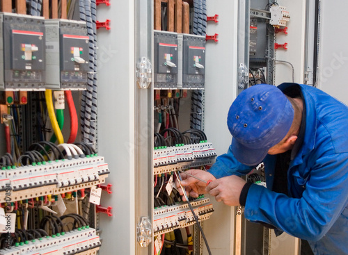 electrician - 18178581