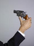 main tenant un revolver Suicide poster