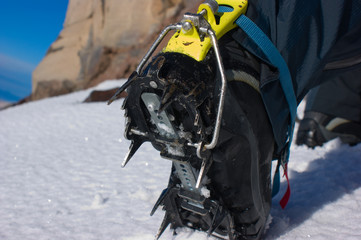 Boot of rock-climber with adaptation for walking on snow