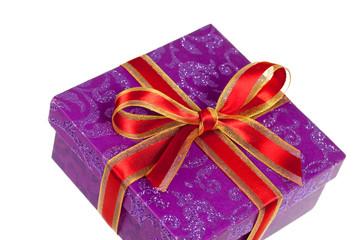 Geschenk mit roter Schleife,freigestellt