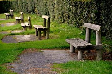 Parkbänke - Ruhe oder Einsamkeit?