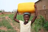Corvée d'eau dans le Sahel