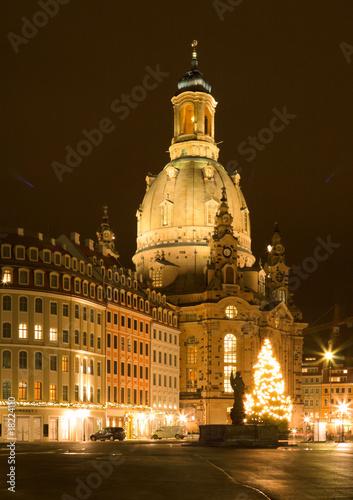 frauenkirche dresden mit weihnachtsbaum stockfotos und. Black Bedroom Furniture Sets. Home Design Ideas