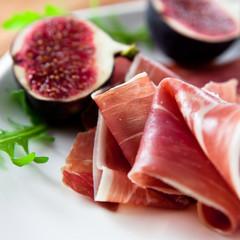 Prosciutto crudo with fresh figs