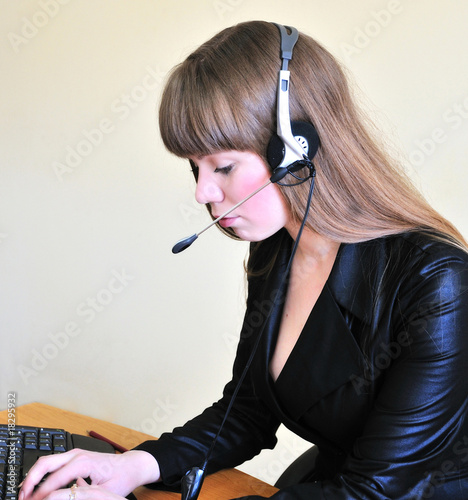 girl operator typing a message