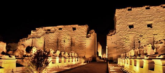 temple de karnak la nuit