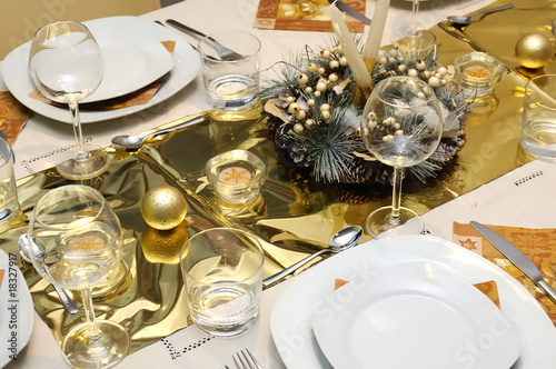 Golden Xmas table setting