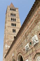 vista campanile da sotto