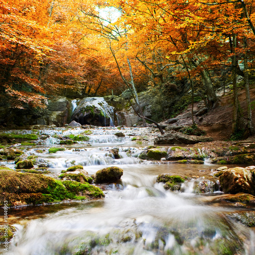 Keuken foto achterwand Rivier Natural autumn Waterfall
