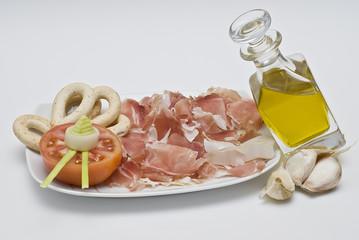 Jamón serrano y aceite de oliva, dieta saludable.
