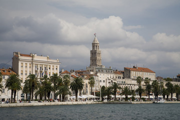 Split historical center: close-up