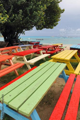 Tavoli colorati in spiaggia di vision images foto stock - Tavoli colorati ...
