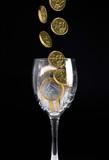monete e bicchiere poster