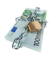 Euro Geldscheine mit Schloss und Kette.