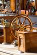 Steuerstand einer klassischen Yacht
