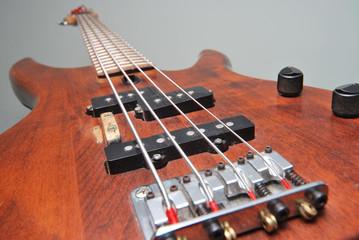 Chitarra elettrica basso