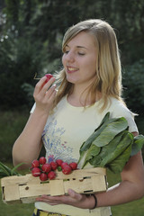 Mädchen mit frischem Gemüse