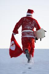 Weihnachtsmann läuft wieder den Berg