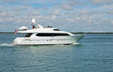 White Motor Yacht on the Florida Intercoastal Waterway