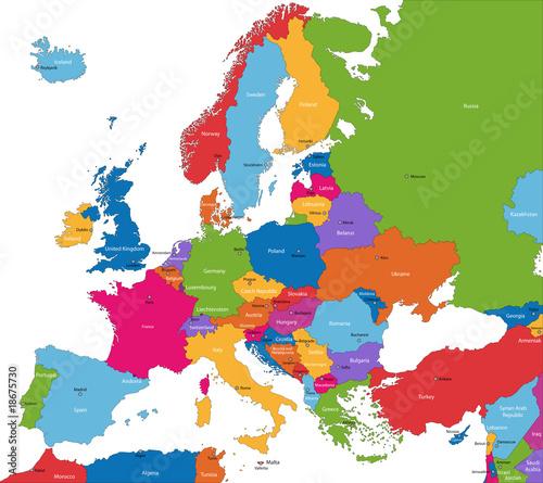 Bunte Europa-Karte mit Ländern und Hauptstädten