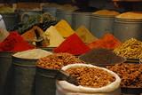 Venta de especias en Fez poster
