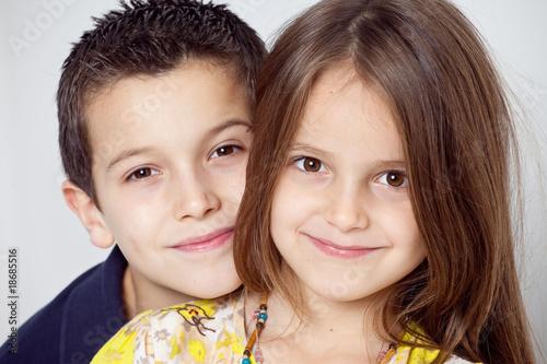 frere et soeur portrait de famille