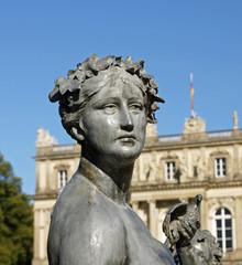 Statue Frau Schloss - statue castle