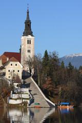 chiesa nel lago