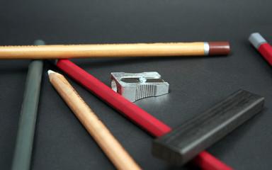 blei- u. graphitstifte mit kohle und spitzer