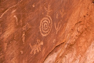 Anasazi petroglyphs showing spiral and zoomorph, Zion NP