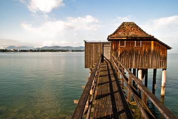 Badehaus mit Holzsteg am See V2
