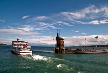Hafenausfahrt mit Schiff Konstanz