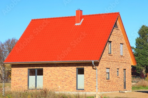 neubau dachstuhl dachfannen rote dachziegel von panoramo. Black Bedroom Furniture Sets. Home Design Ideas
