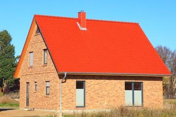 Neubau Dachstuhl Dachfannen rote Dachziegel