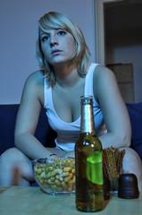 Frau beim Fernsehen