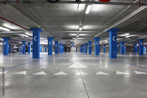 Plexiglas Tunnel parking